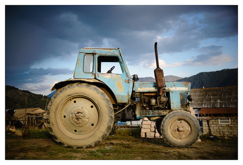 photo of a tractor by Dor Kedmi