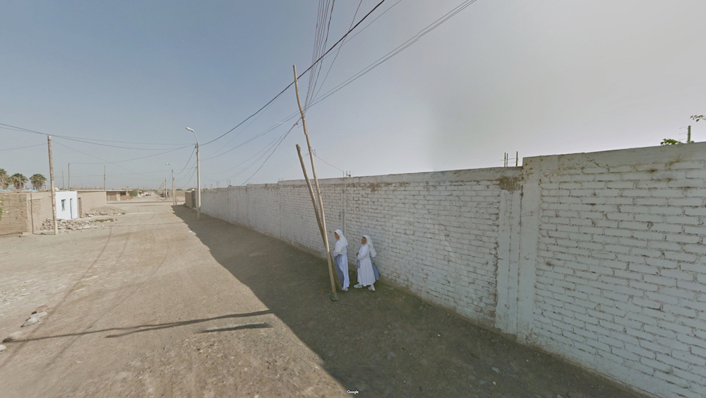 A photo of two nuns in rural Peru, from the Agoraphobic Traveller