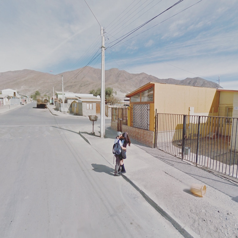 A photo of a young couple kissing in Chañaral, Chile, from the Agoraphobic Traveller