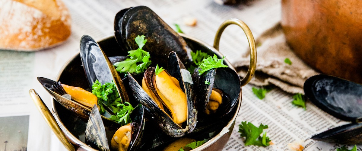 A photography of mussels by Joanne Pai.
